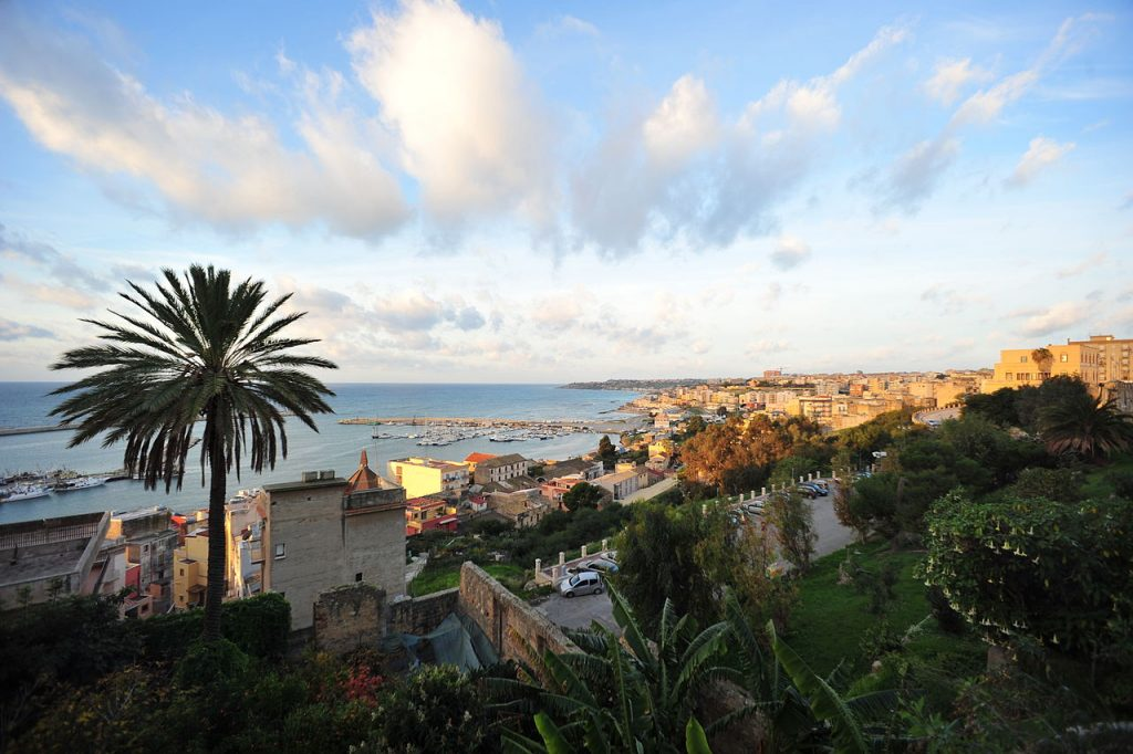 1280px-SCIACCA_Sicily_View_from_Piazza_S